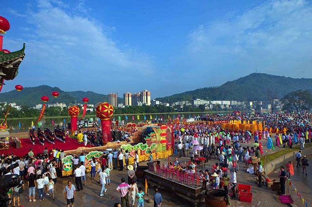 Tổ chức các lễ hội văn hóa thúc đẩy phát triển du lịch